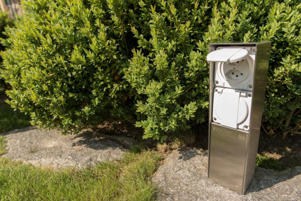 Steckdosensäule ESocket 350-F mit Feller NEVOoder Hager Robusto Apparaten , Energiesäule, Stromsäule, Stromtankstelle, T13, T15, T23, T25, Schuko, Gartensteckdose,Anschlusssäule